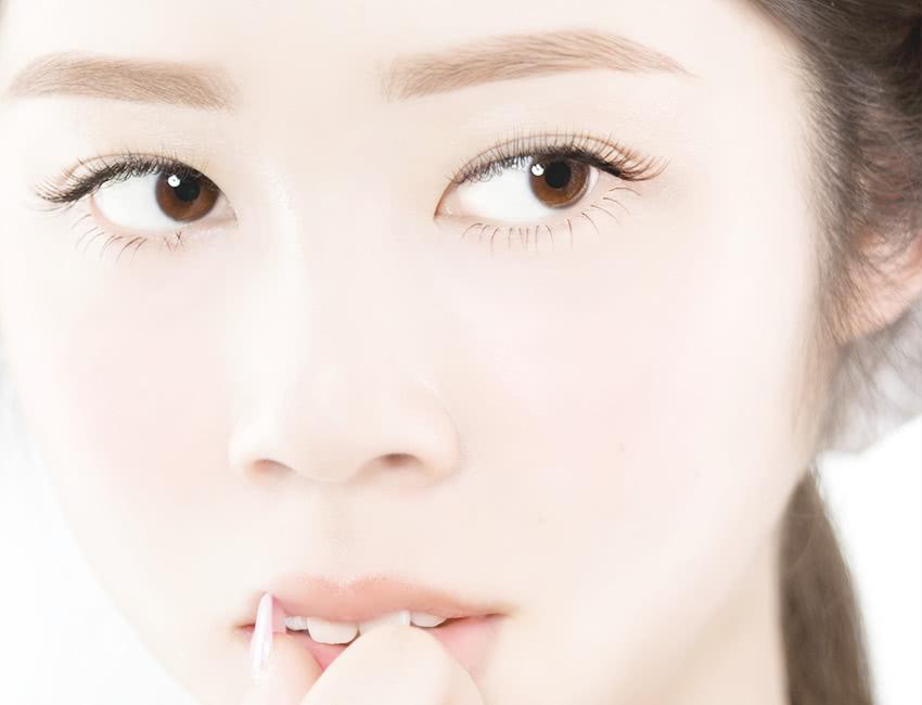 EYEBROW STYLING 洗練された眉は目元を引き立たせ、お顔をいっそう輝かせます。